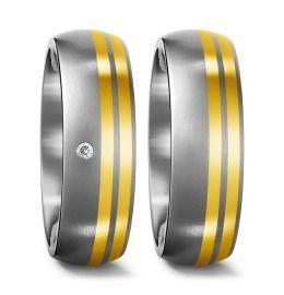 edle Eheringe mit schönen glänzenden Goldbändern