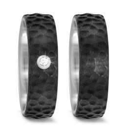 Trauringe Titan Carbon schwarz gehämmert Diamant