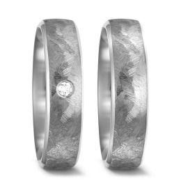 exklusive Eheringe aus Titanium mit Brillanten