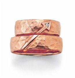 Trauringe Rosè Hammerschlag schlichte Partnerringe mit Diamant
