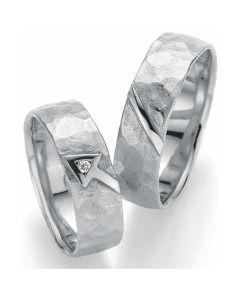 Trauringe Weißgold Hammerschlag schlichte Partnerringe mit Diamant